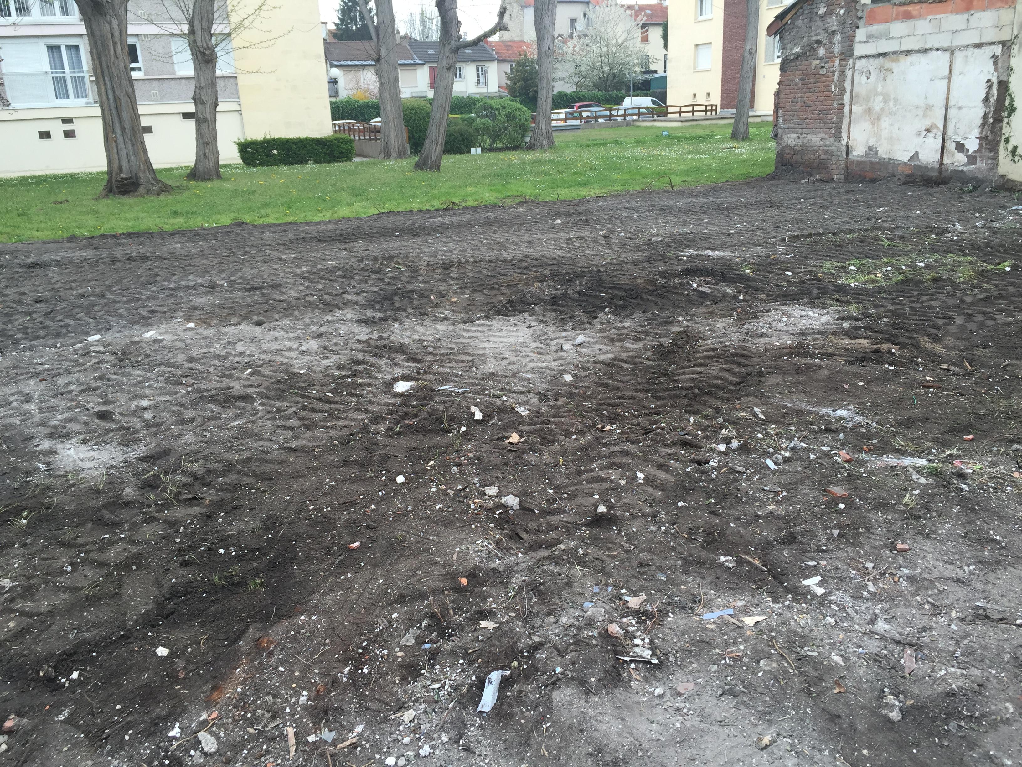 Terrain après démolition du bâtiment